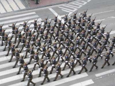20091013220546-desfile2.jpg