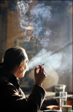 20060428183911-mujer-fumando.jpg